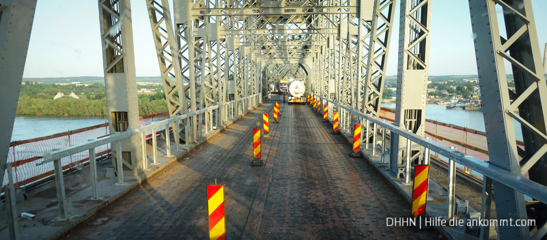 Die Brücke der Freundschaft über die Donau wird saniert.